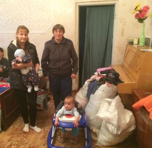Family in eastern Ukraine receives assistance